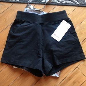 Lululemon LA Sweat Short, NWT, black/size 6